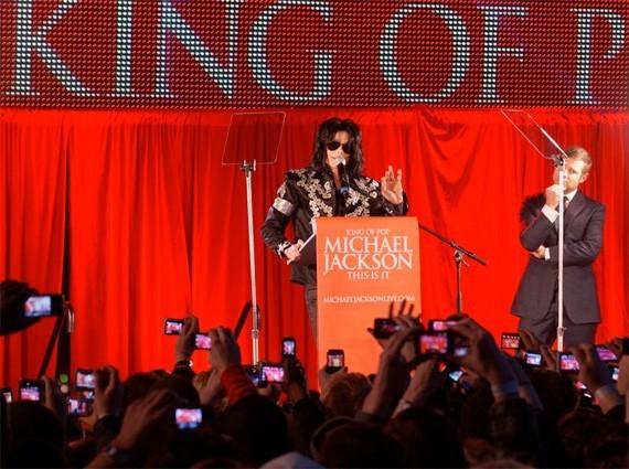 Michael Jackson vuelve con 50 presentaciones en vivo
