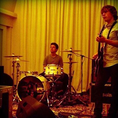 Arctic Monkeys en un ensayo
