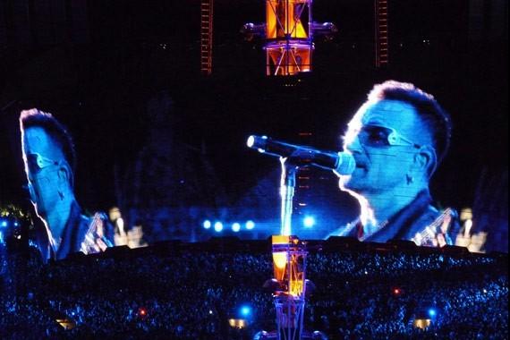 U2 n' vivo desde el Rose Bowl