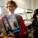 Sean Lennon y Yoko Ono con sus muñecos | ©MEDIODESCOCIDO Art Dolls